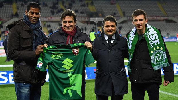 Veja imagens da camisa que o Torino usou em homenagem à Chapecoense