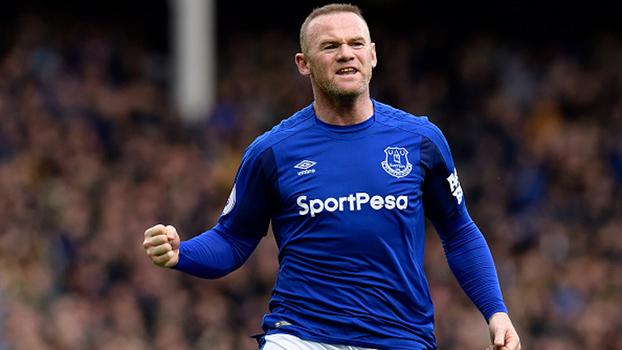 Pancada de Rooney, Sánchez fazendo fila, falta salvadora de Cavani e mais; veja golaços do final de semana