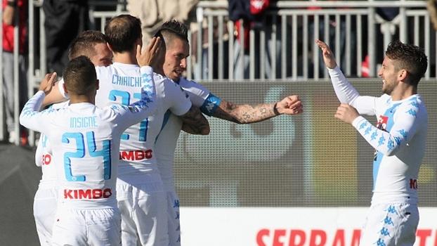 Com hat-trick de Mertens, Napoli goleia Cagliari fora de casa por 5 a 0