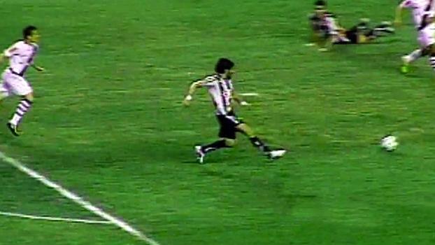 Com 2 gols de Loco Abreu, Botafogo atropelou o Vasco em 2011; relembre