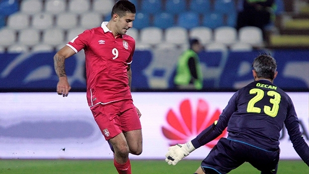 Pelo grupo D das eliminatórias europeias, Servia vence Áustria com dois gols de Mitrovic