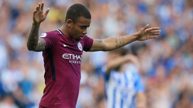 Dois gols anulados, chapéu incrível e caneta: veja o que Gabriel Jesus fez na estreia do City na Premier League