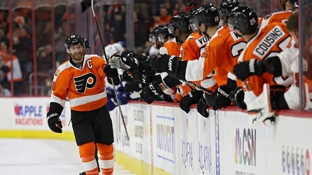 Em jogo de reviravoltas, Claude Giroux marca no shootout em vitória dos Flyers sobre os Canucks