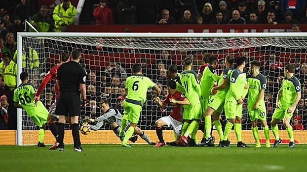 Migolet parando Ibrahimovic é destaque nas 'muralhas' da rodada