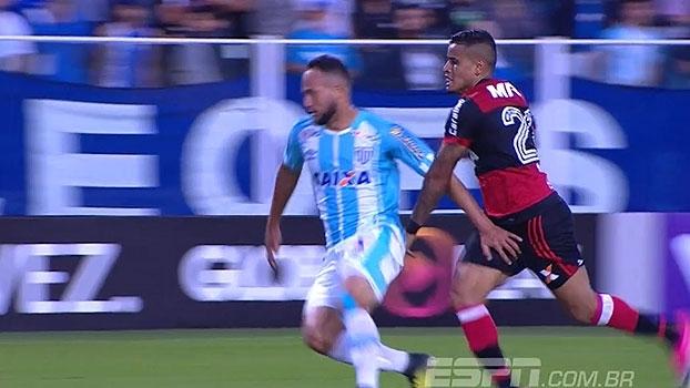 'Linha de Passe' discute se houve interferência externa no lance de pênalti do Avaí e Flamengo; veja