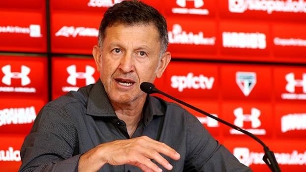Osorio quer jogadores com a cabeça no São Paulo e revela promessa à família: 'Não serei mais expulso'