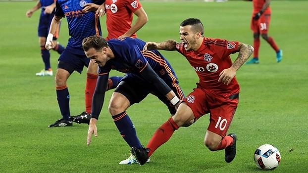 Com dois gols no fim, Toronto vence NY City e sai na frente na semifinal do Leste
