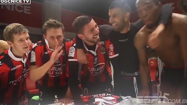 Jogadores do Nice fazem festa no vestiário após vitória sobre o Montpellier; veja