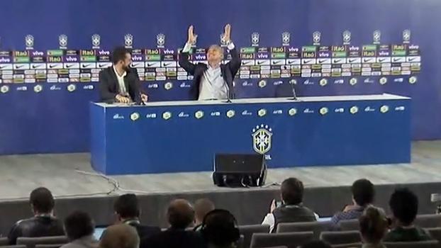 Brasil na Copa: Tite levanta, recebe aplausos e agradece aos céus após confirmação
