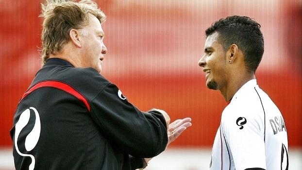 Ari foi um dos poucos brasileiros de quem Van Gaal gostou; veja gols do atacante