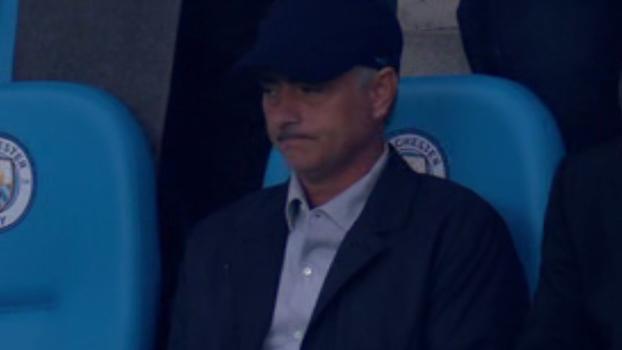 Rival, Mourinho 'se disfarça' e assiste jogo no estádio do Manchester City