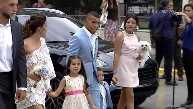 Junto dos filhos e até de cachorro, Tevez se casa na Argentina