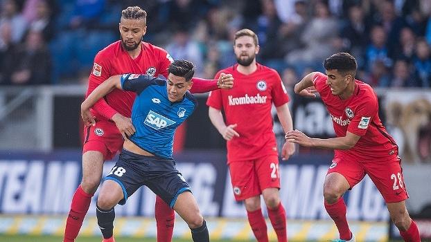 Com gol no fim, Hoffenheim vence o Eintracht Frankfurt e entra na zona de classificação para a Champions