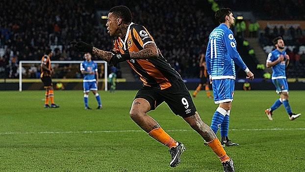 Com dois gols de Abel Hernandez, Hull City vence Bournemouth e encerra jejum de 9 jogos sem vencer