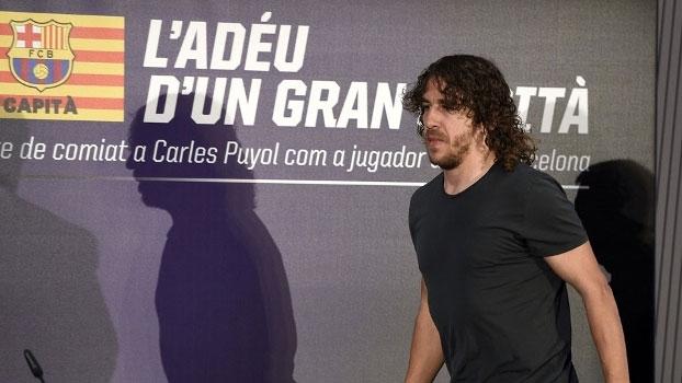 Emocionado e impossibilitado de seguir jogando, Puyol encerra oficialmente a carreira