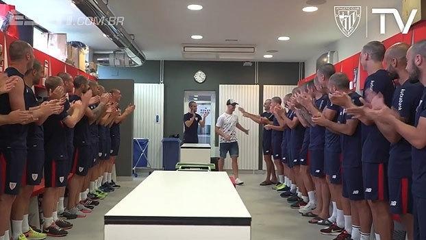 Elenco inteiro do Athletic Bilbao raspa cabeça em solidariedade a zagueiro que trata câncer