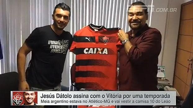 Veja as imagens de Jesus Dátolo assinando contrato com o Vitória