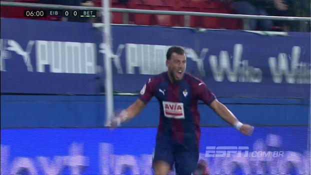 Charles faz 2 gols, Eibar atropela Betis e abre 4 pontos da zona de rebaixamento