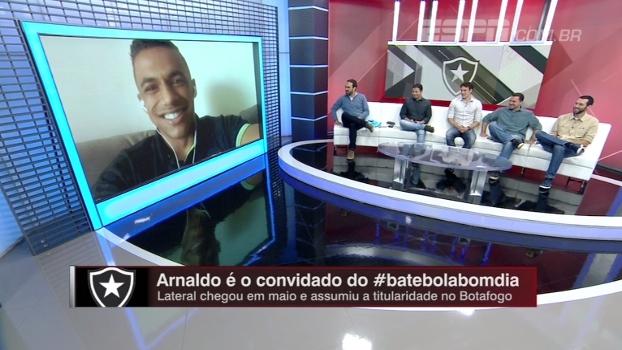 Ex-pedreiro, hoje lateral do Botafogo; Arnaldo conta sua história no Bate Bola