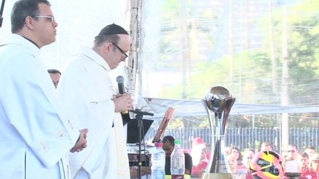 Um ano sem Fernandão: Antes do jogo, Internacional faz missa para o ídolo