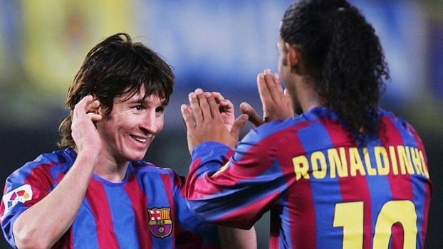 Em vídeo, Barcelona relembra assistências de Ronaldinho Gaúcho para Messi