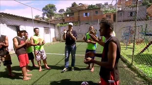 Ex-jogador de basquete vira 'anjo' e usa o esporte para ajudar crianças e jovens
