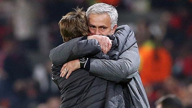'Sinto saudades tuas'; Mourinho se emociona em reencontro com filho após vitória sobre o Celta