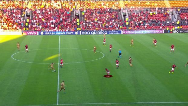 Aberto pela esquerda e atacando para o fundo: veja como Éverton Ribeiro atuou ao lado de Diego no Flamengo