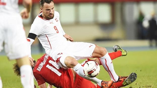 Suíça supera gol de Alaba e vence amistoso contra Áustria em Viena