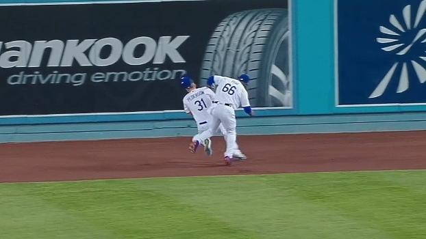 Correndo para tentar eliminação, jogadores se chocam bruscamente na MLB