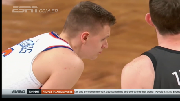 Knicks perdem Porzingis lesionado, mas vencem Brooklyn com boa atuação de Courtney Lee