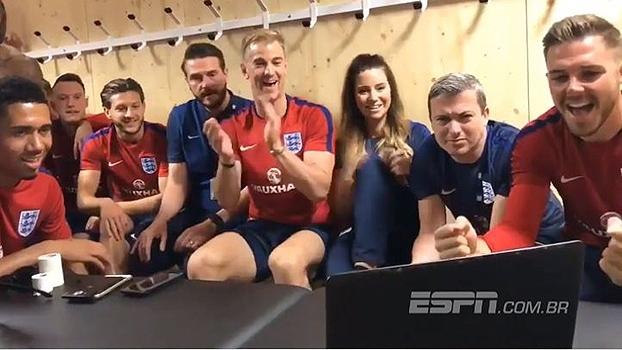 Parceria! No vestiário, seleção inglesa principal acompanha e vibra com jogo da sub-20