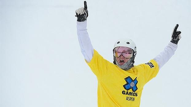 Em prova acirrada, Jarryd Hughes vence final masculina no Snowboarder X
