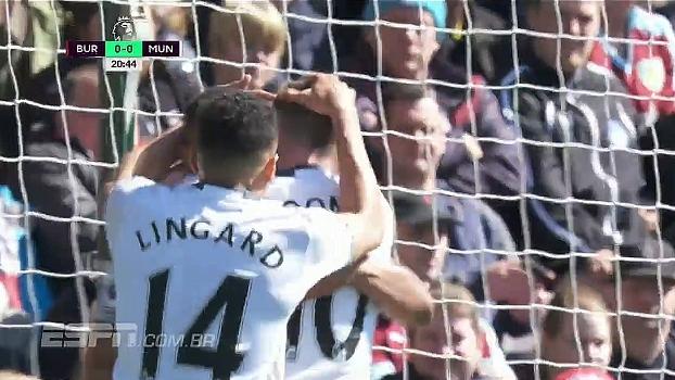 GOL do United! Em rápido contra-ataque, Martial recebe passe cara-cara com goleiro e abre o placar
