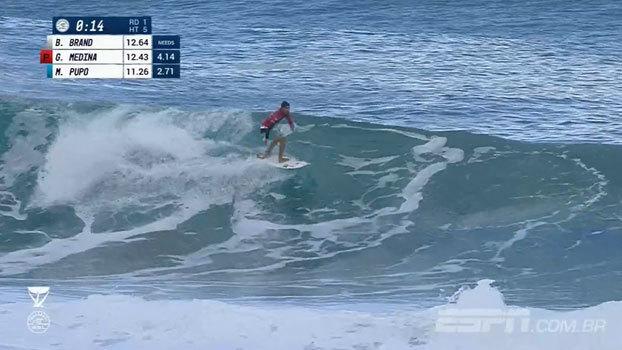 Medina vai para a repescagem em Pipeline, e Slater volta a competir; veja como foi o 1º dia do Mundial de surfe