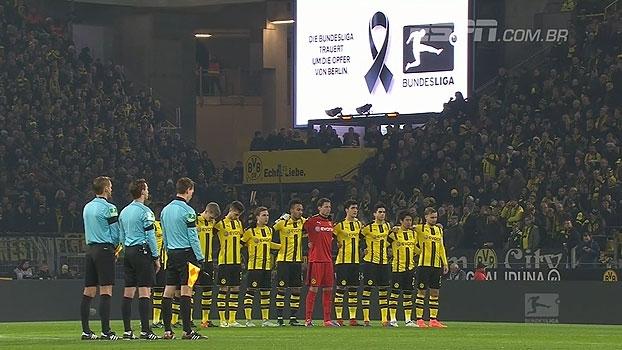 Jogadores de Borussia Dortmund e Augsburg respeitam minuto de silêncio após atentado em Berlim