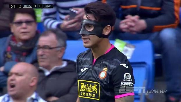 Tempo real: Perez chuta fote no canto, e Casilla cai para espalmar