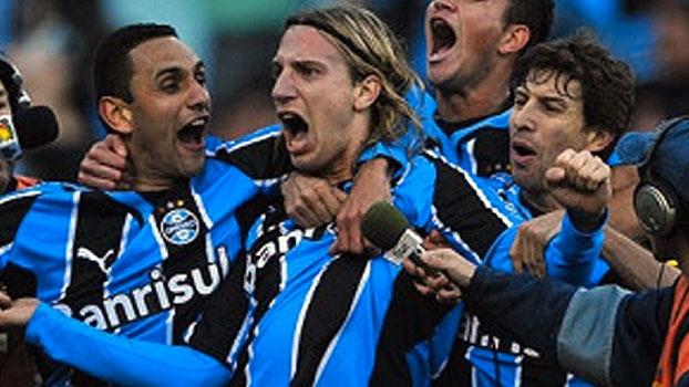 No clássico de 2009, Inter fez com Nilmar, mas Grêmio virou com Souza e Maxi López no Olímpico; reve