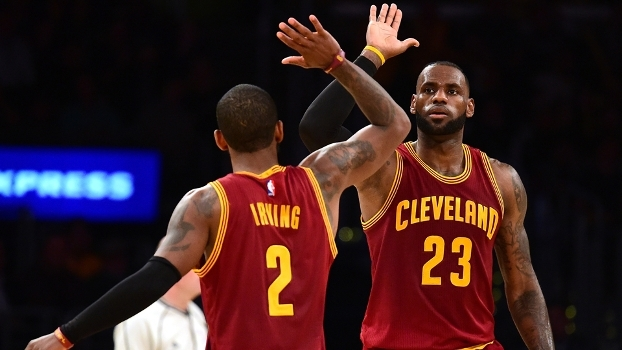 LeBron ignora marcador, vai para cravada bruta e é destaque no Top 10 da NBA