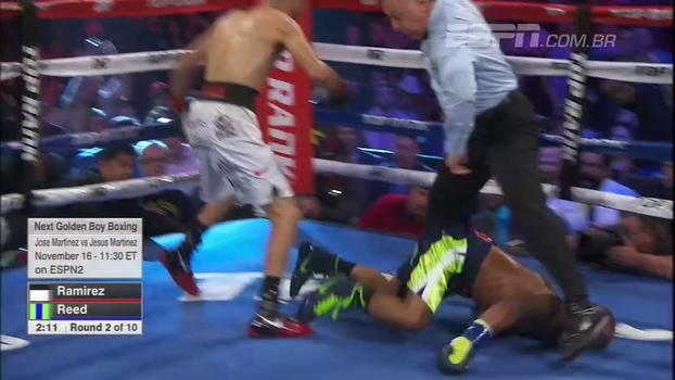 Ramirez massacra Reed, faz ele cair de cara entre as pernas do árbitro e, após mais golpes, vence a luta