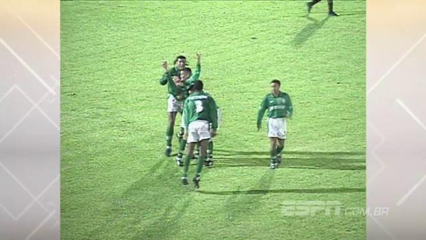 No Palestra Itália, Alex decretou a vitória do Palmeiras sobre o Atlético-PR em 1997