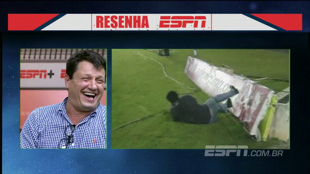 Adílson Batista brinca com inspiração em Maradona e se diverte com história de 'voadora' em placa
