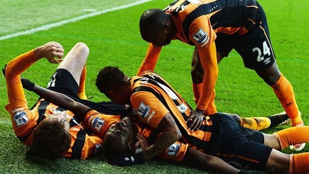 Hull City aproveita vacilada no fim para vencer o QPR e seguir em 3º na Série B do Inglês