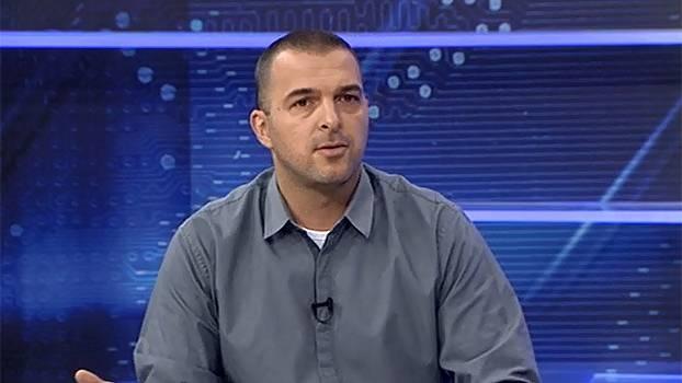 Para Zé Elias, o meio-campo é o lugar de Zé Roberto: 'Já não consegue jogar na lateral'