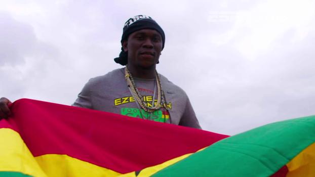Estrela da NFL retorna a Gana, seu país de origem, e se emociona com clínica de futebol americano para locais