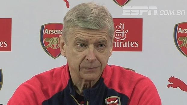 Missão possível? Wenger acredita que Leicester ainda pode ser alcançado: 'Por que não?'