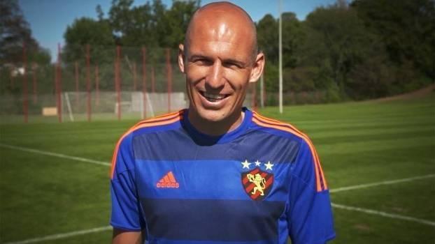 Robben ganha nova camisa 3 do Sport e agradece; assista