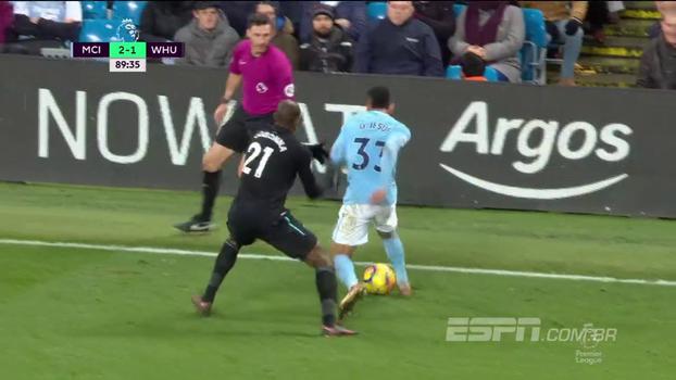 Feche as pernas, amigão! À la Romário, Gabriel Jesus dá caneta em zagueiro do West Ham
