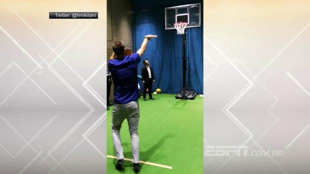 Piqué tentou a sorte no basquete em evento no Japão. Será que ele mandou bem?