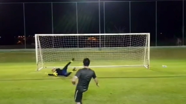 Veja como o goleiro Diego Alves se prepara para os jogos